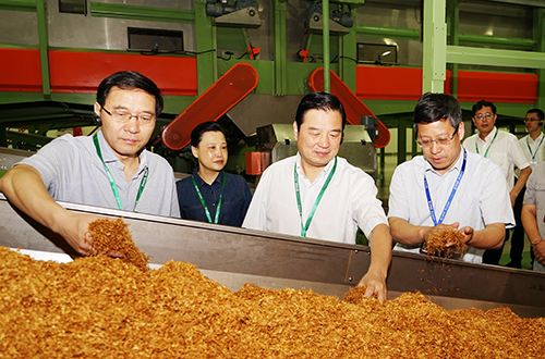国家局就烟草行业促进烟农增收工作举行新闻发布会