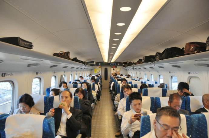 为什么日本在列车上设立吸烟室呢?