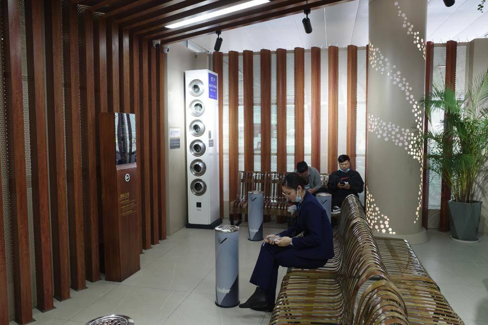 """深圳机场被曝违法建豪华吸烟区,涉事品牌""""有案底"""""""